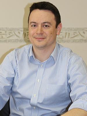 Móza Bálint vezető faktoring referens